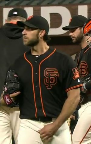 Giants-Bumgarner-Snotrocket-2016-05-06-Crotch Grab