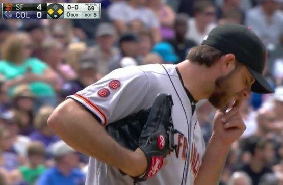 Giants-Bumgarner-Snotrocket-2016-05-28-4-Double-Right