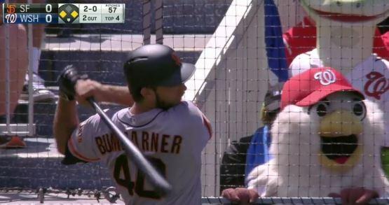 Giants-Bumgarner-Snotrocket-2016-08-07-Mascot-Screech-1
