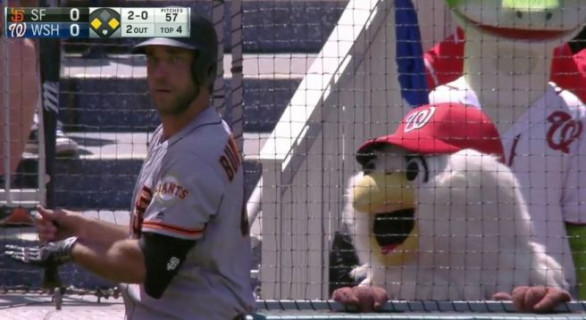 Giants-Bumgarner-Snotrocket-2016-08-07-Mascot-Screech-2