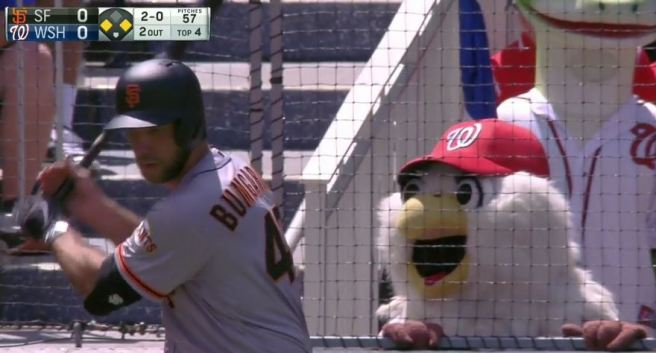 Giants-Bumgarner-Snotrocket-2016-08-07-Mascot-Screech