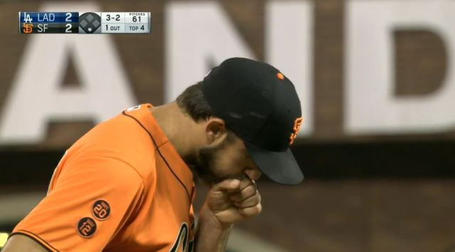 giants-bumgarner-snotrocket-2016-09-30-hand-blow