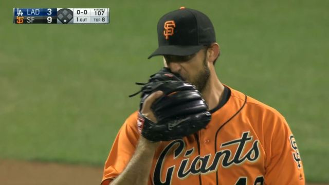 giants-bumgarner-snotrocket-2016-09-30-nose-wipe
